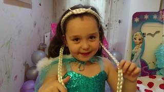 Kumikids kanalı Elsa malzemeleriyle kumsalın doğum gününü kutluyor!! eğlenceli kız oyunları,oyuncak
