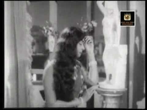 B.Saroja Devi in Kadhal Siraghai - Palum Pazhamum