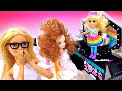 Челси проказничает на работе. Куклы Барби: видео для девочек.