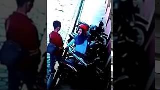 Download Video VIRAL SEPASANG MAHASISWA CIUMAN DI PARKIRAN SALAH SATU KAMPUS DI SALATIGA MP3 3GP MP4