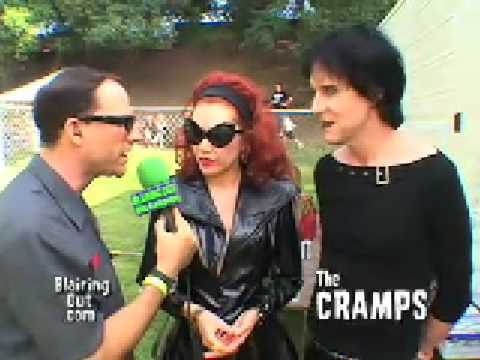 the cramps lux interior and poison ivy talk to eric blair the 2004 hootenanny youtube. Black Bedroom Furniture Sets. Home Design Ideas