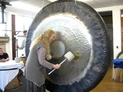 sheila whittaker plays the paiste 80 gong youtube. Black Bedroom Furniture Sets. Home Design Ideas