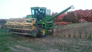 John Deere 4400 combine in soybeans