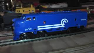 ho plastic life like diesel engine locomotive runs ok on track no box conrail blue