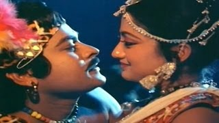 Swayam Krushi Movie || Kamudu Kamudu Video Song || Chiranjeevi, Vijayashanti