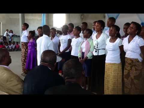 Louvando A Deus Em Dialeto Africano
