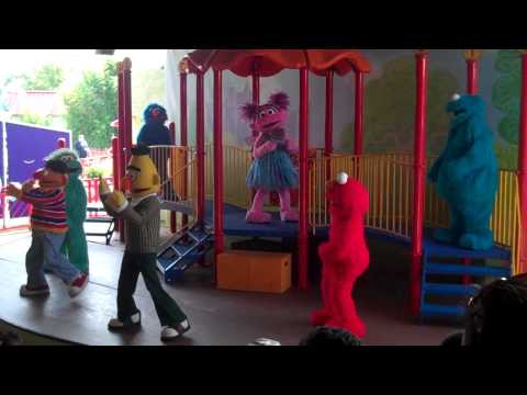 Show Elmo Got the Moves