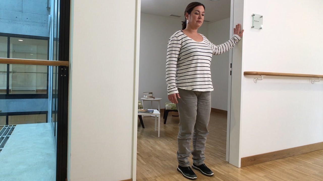 Esercizio di fisioterapia «In piedi su una gamba»