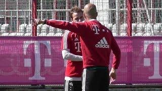 Pep Guardiola intense discussion with Mario Götze - FC Bayern Munich