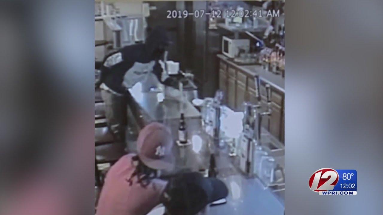Woonsocket bar robbed at gunpoint