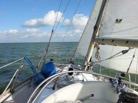 Defender 32 sailing IJsselmeer Hoorn Volendam
