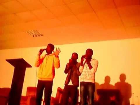 N-UM TOM, música gospel de Angola