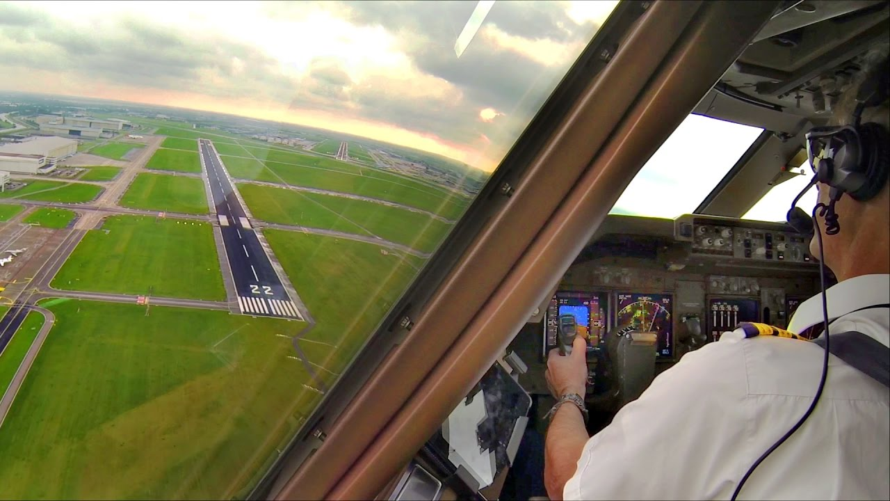 Download Captain's view Breakoff landing Amsterdam - Boeing 747-400