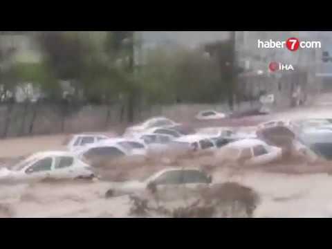 İranda sel bir prospektdə 200-dən çox avtomobili apardı, ölənlər var