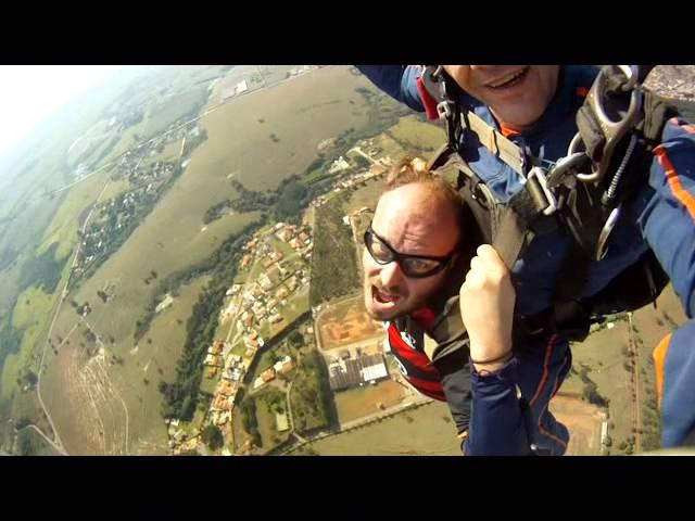 Paulo Serra do  Programa Quinta Categoria MTV na Queda Livre Paraquedismo.
