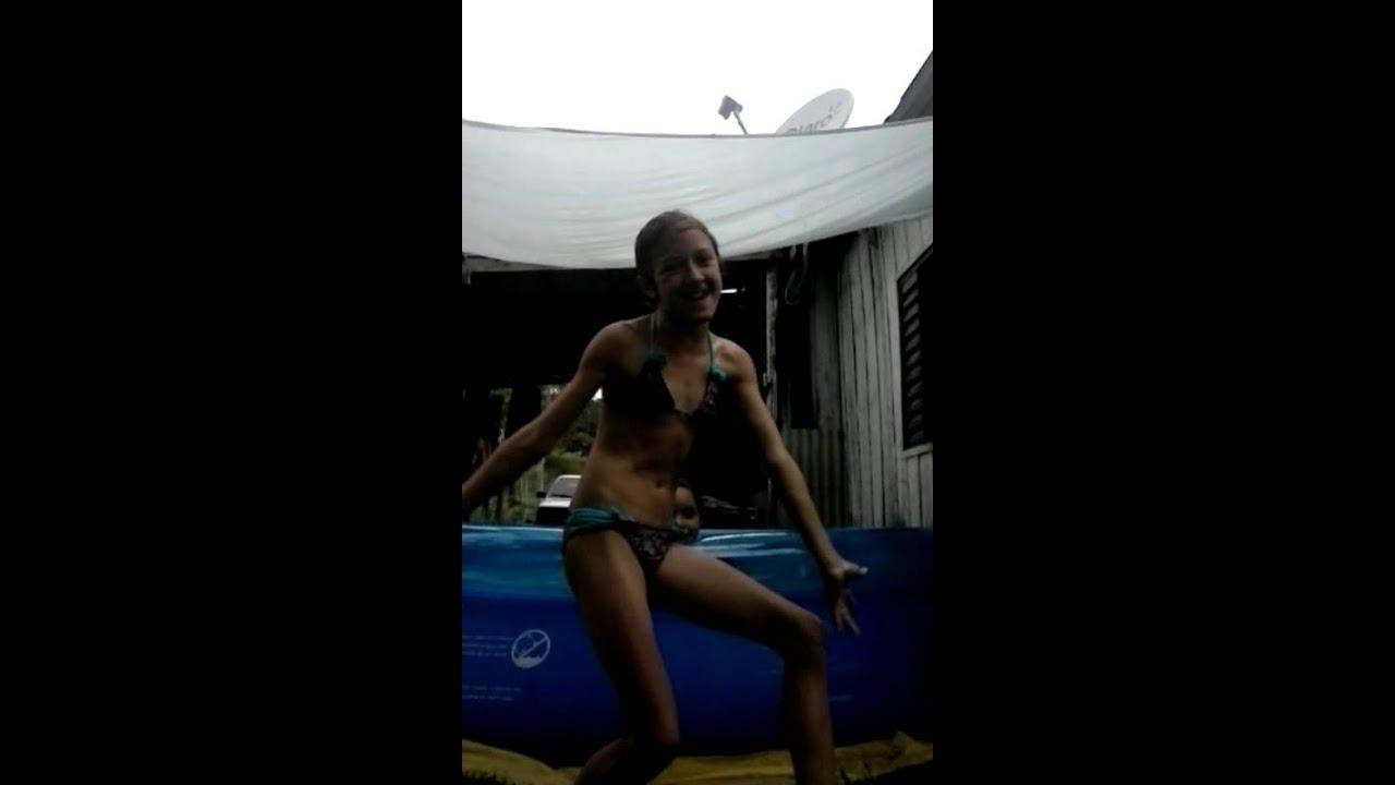 Desafio da piscina com minha amiga nicoli