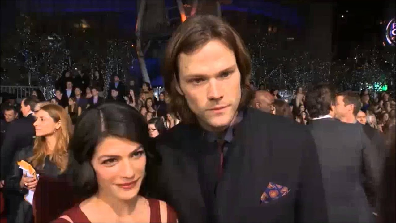 Jared and Genevieve Padalecki at the PCA Red Carpet - YouTube