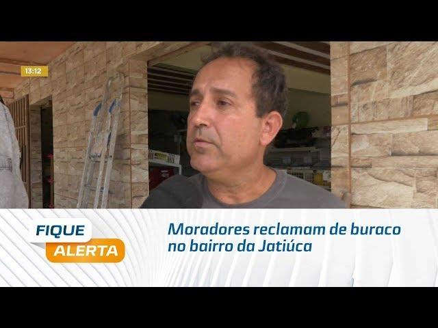 Moradores reclamam de buraco na Rua Santa Fernanda, no bairro da Jatiúca