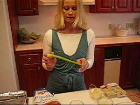 Betty's Southern Cornbread-Sage Dressing - YouTube
