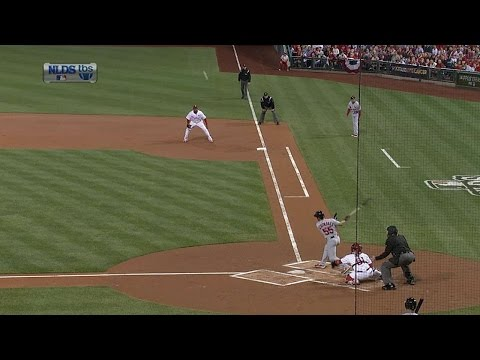 2011 NLDS Gm5: Schumaker doubles to give Cards the lead