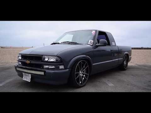 Lowered S10 chilling at the beach