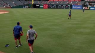Yu Darvish teaches Martin Perez how to throw a cutter 8/14/16