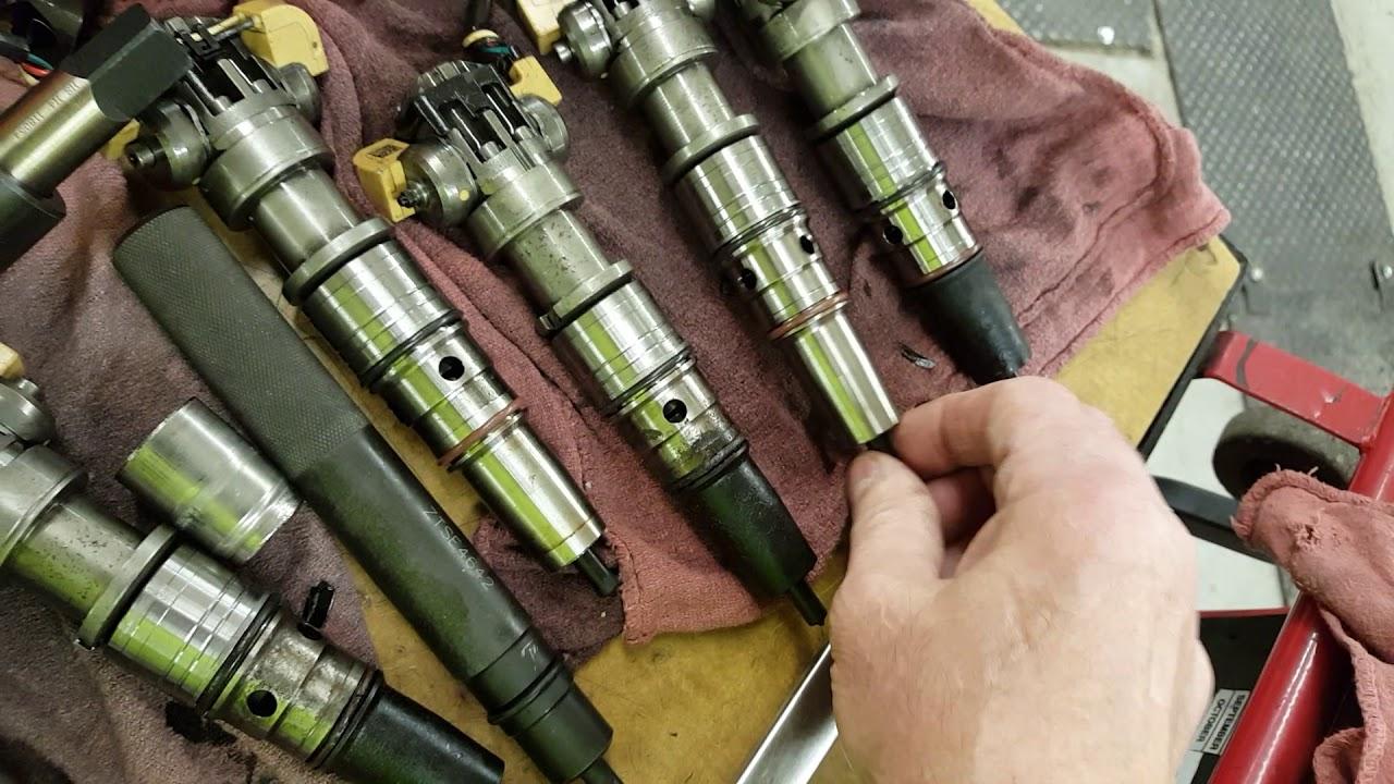 MaxxForce DT Diesel Engine Replacing Injectors and Sleeves