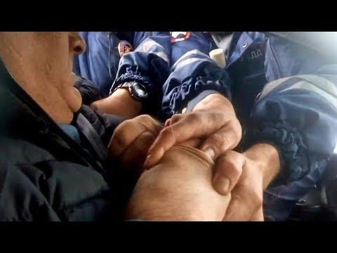 «Я тебя засужу, козел!»: в Туле водитель «довел» гаишников - видео