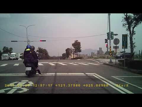 AQX-5932雙黃線逆向超車(1秒處)PICT4545