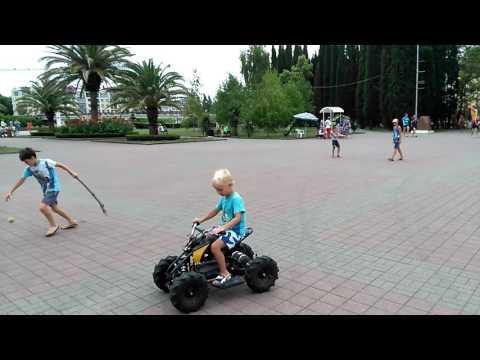 Детский бензиновый квадроцикл.