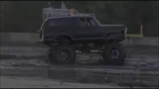 A esta camioneta no la detiene nada