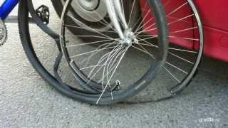 Авария.  Велосипед и BMW.  Кому досталось больше?
