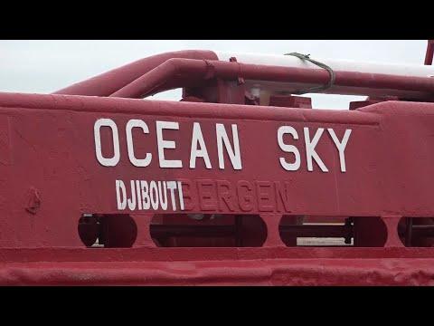 Ocean Sky mouille au port de pêche d'Abidjan