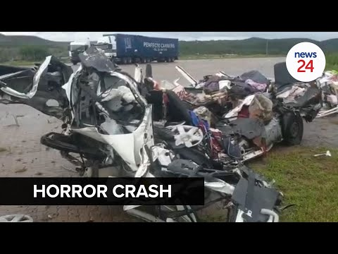WATCH | Horror crash between 2 trucks and taxi leaves 14 dead in KwaZulu-Natal