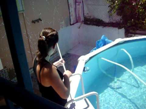 Como no limpiar una piscina youtube for Como limpiar fondo piscina