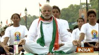 PM Narendra Modi performs Yoga International Yoga Day - India TV