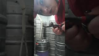 урок как менять клешню в пивном магазине ) И как подключить к Кеге пиво