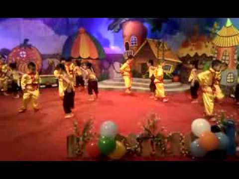 Tiết mục: Múa Tập tầm vông do các bé lớp A2 biểu diễn