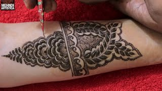 Gambar cover Newest Bridal Mehndi Design by MehndiArtistica