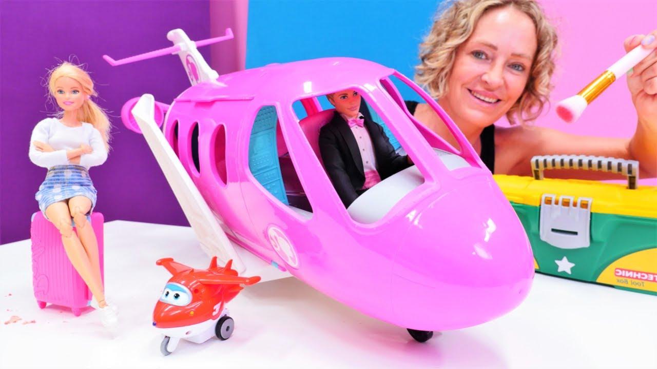 Barbie'nın uçağını tamir ediyoruz! Çocuk oyunu. Kukla videosu