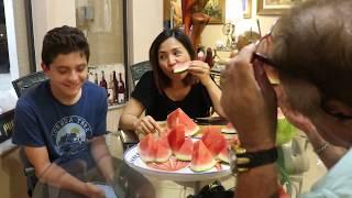 Vlog 176 ll Cả nhà ăn quả dưa hấu khổng lồ và kể chuyện những điều đã biết về người Mỹ