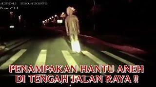 video penampakan hantu aneh di tengah jalan raya penampaan hantu aneh tapi nyata