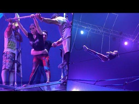 Exponiendo infieles en un circo. Son los peores