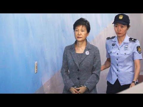 Park Geun-hye's trial resumes after short delay