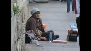 selpak satıp hemde çaktırmadan sigara içen yaşlı teyze