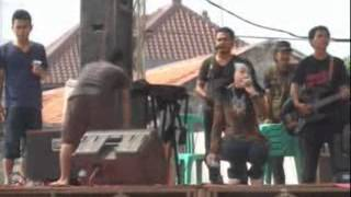 Video Selvy Anggraeni - Ikhlas(winong) download MP3, 3GP, MP4, WEBM, AVI, FLV Oktober 2017