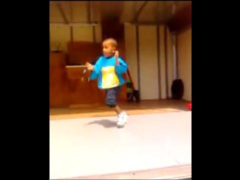 Not Ordinary Kid Dancing Merengue.. Hilarious..