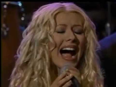 Christina Aguilera - Contigo En La Distancia (Live Performance)