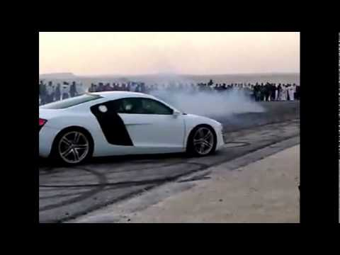 Professional Arab Doing Donuts w/ Audi R8 in Bahrain