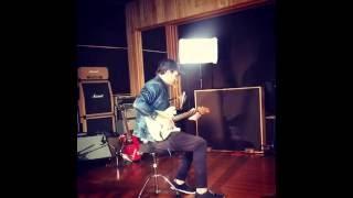 Gambar cover Tom DeLonge Played Fender Guitar M+M's - Blink-182 2016